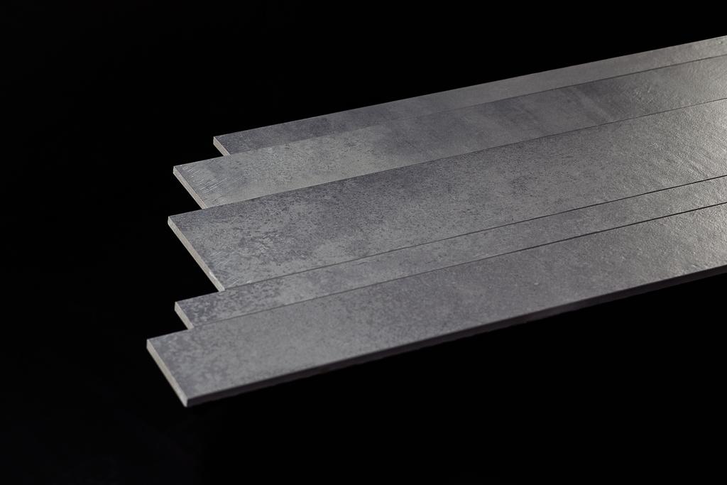rechte plinten of stroken in een set van 5, 10 en 15 cm. gezaagd en facet geslepen.