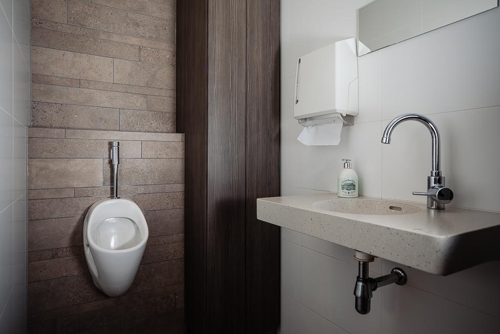 voorbeeld stroken sets verwerkt badkamer klant wand