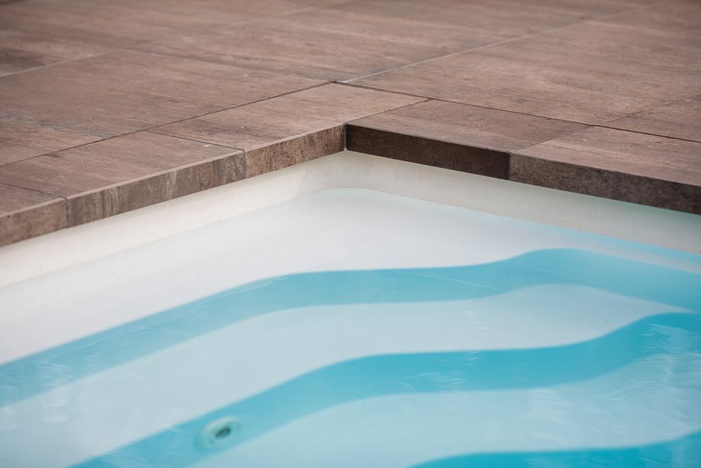 voorbeeld zwembadranden verwerkt